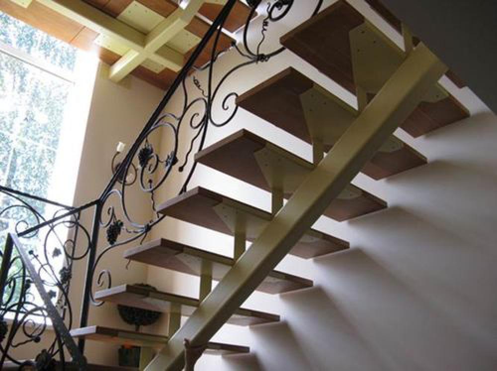 Лестница с одним косоуром своими руками
